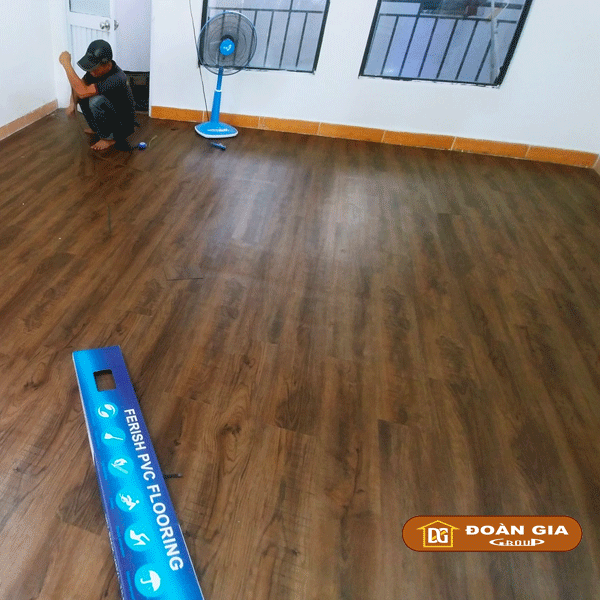 cong-trinh-su-dung-san-nhua-dan-keo-dg-2018-cho-showroom-tp-da-nang-1