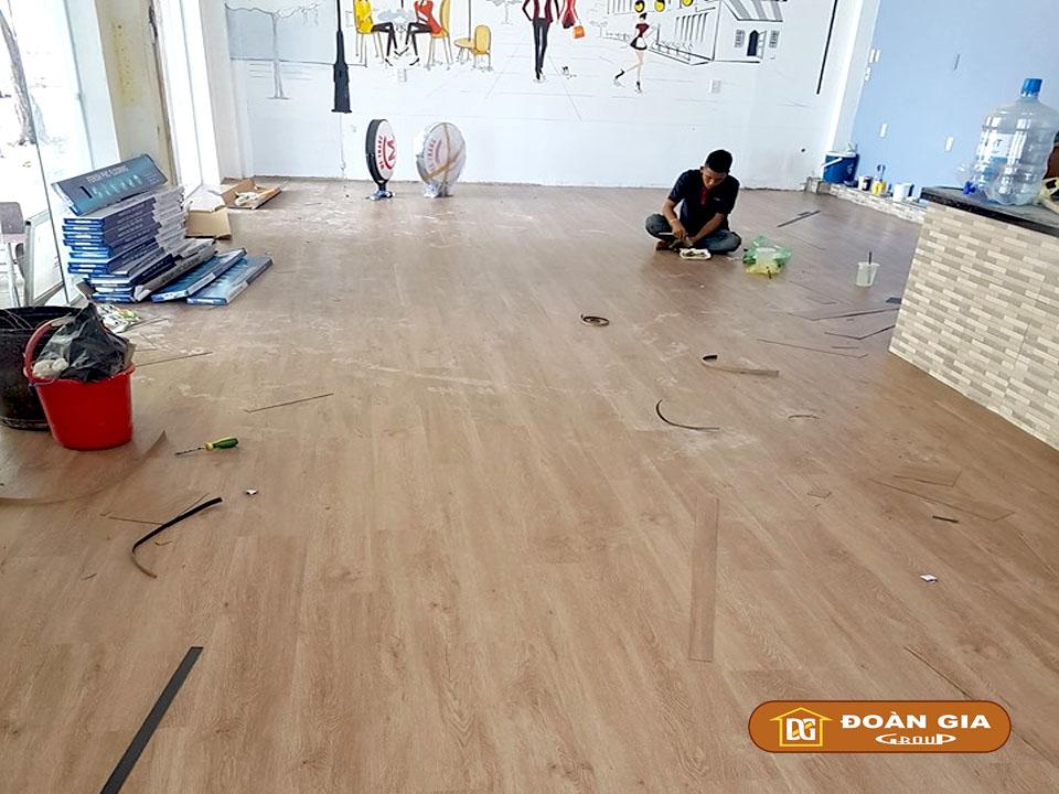 thi-cong-san-nhua-dan-keo-dg-2012-tai-ha-huy-tap-da-nang-2