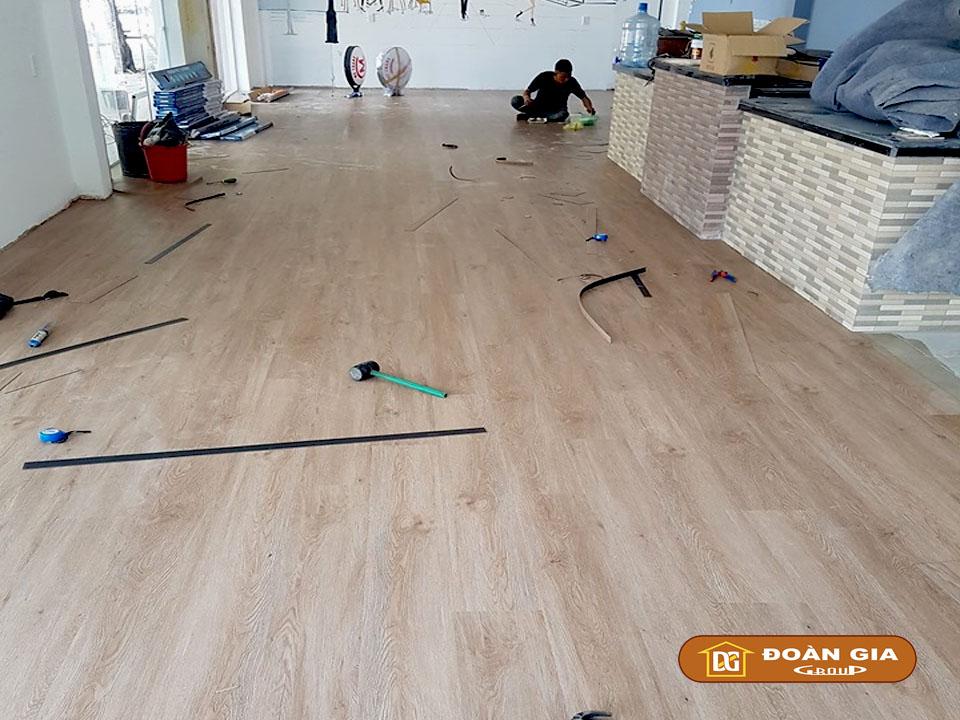 thi-cong-san-nhua-dan-keo-dg-2012-tai-ha-huy-tap-da-nang-3